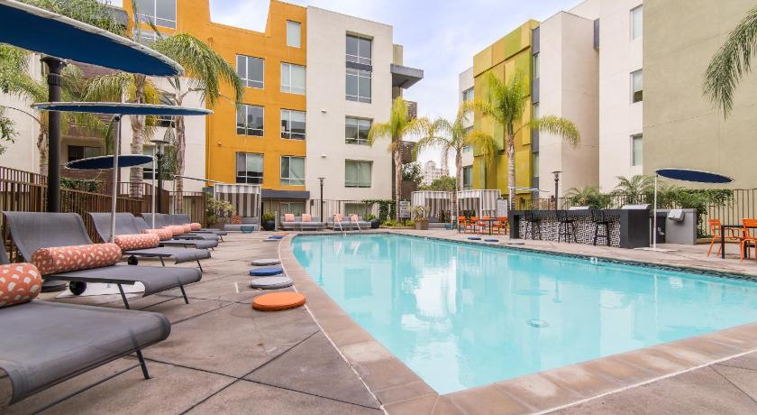 Hollywood Square Apartment (Los Angeles)