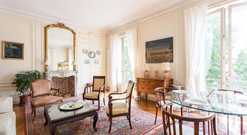 Notre Dame - Ile Saint-Louis Apartments by onef... (Paris)