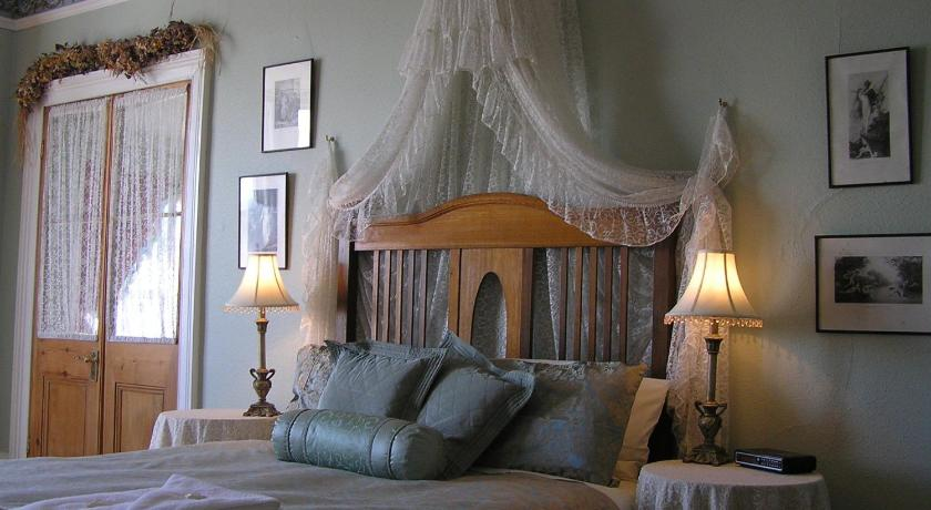 Bed and Breakfast Undine Colonial Accommodation