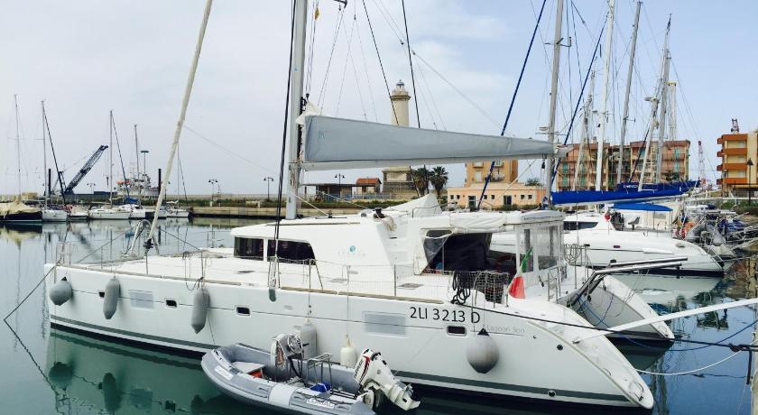 Parbleu Sailing Catamaran (Venedig)