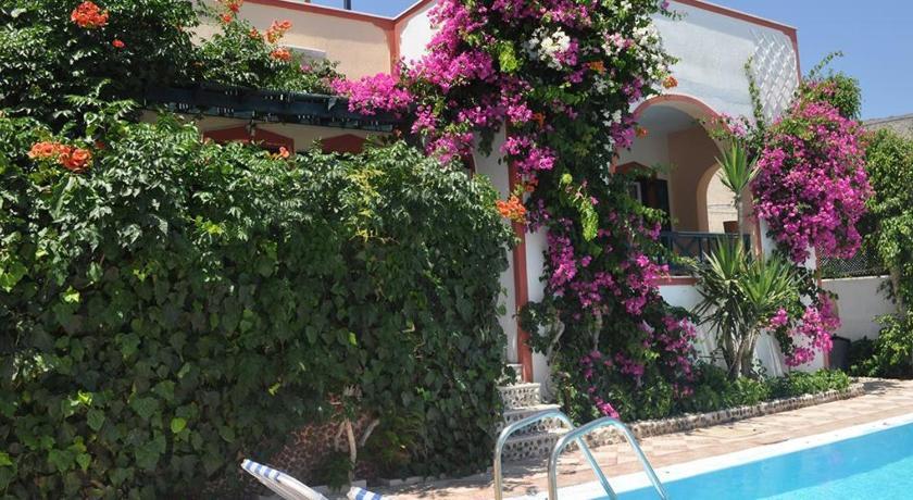Studios Irineos, Hotel, Perissa, Santorini, 84703, Greece