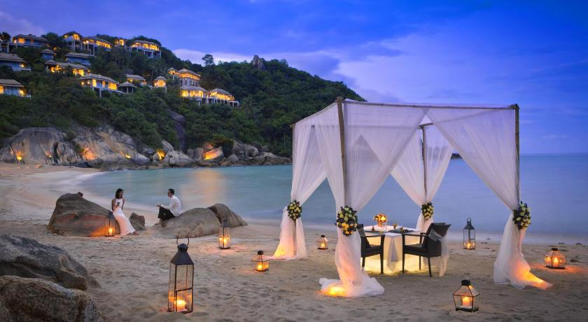 There's nothing more romantic than a walk along the private beach at the Banyan Tree Samui.