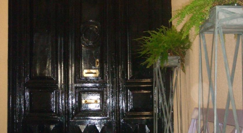 Guesthouse gay hostal puerta del sol madrid spain for Hostel puerta del sol