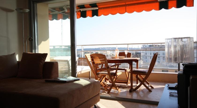 Grand appartement avec très belle vue mer ! (Cannes)