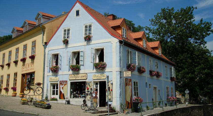 http://q-ec.bstatic.com/images/hotel/840x460/519/51951286.jpg