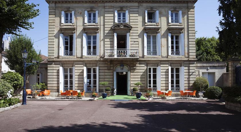 hotel ch teau des jacobins agen france. Black Bedroom Furniture Sets. Home Design Ideas