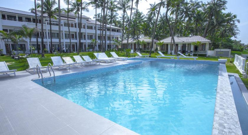 Hotel lux ngwesaung myanmar for Reservation hotel luxe