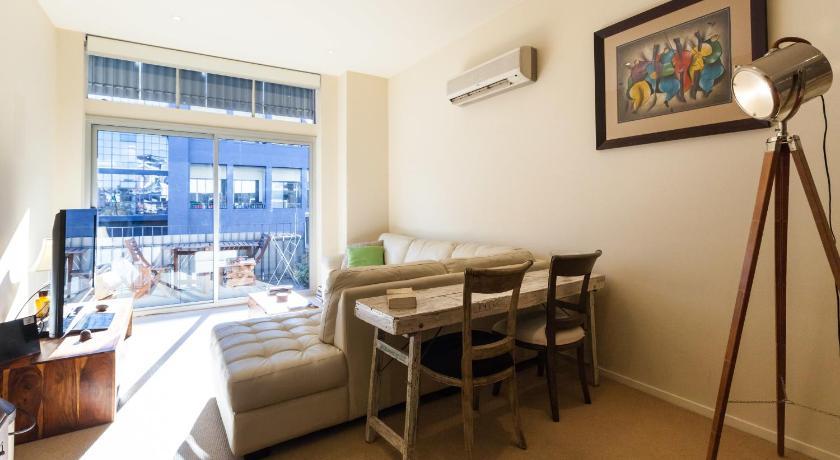 Apartment Tennyson - Beyond a Room