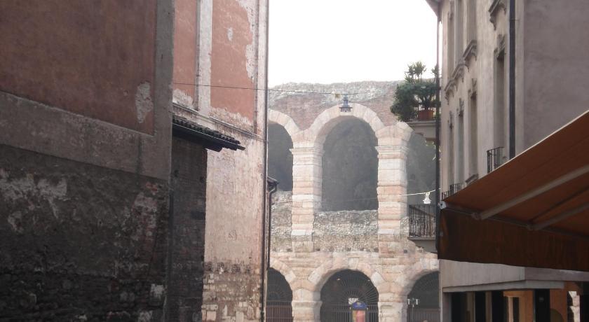 B&B Quo Vadis Arena in Verona