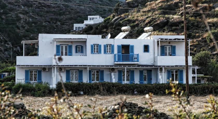 Papantonis Studios, Hotel, Chrisopigi, Sifnos Island, 84003, Greece