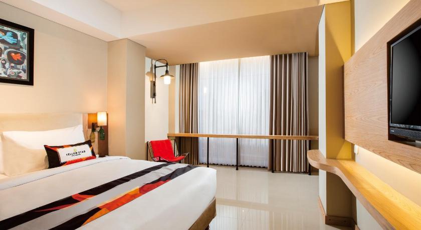 Yellow Star Ambarukmo Hotel