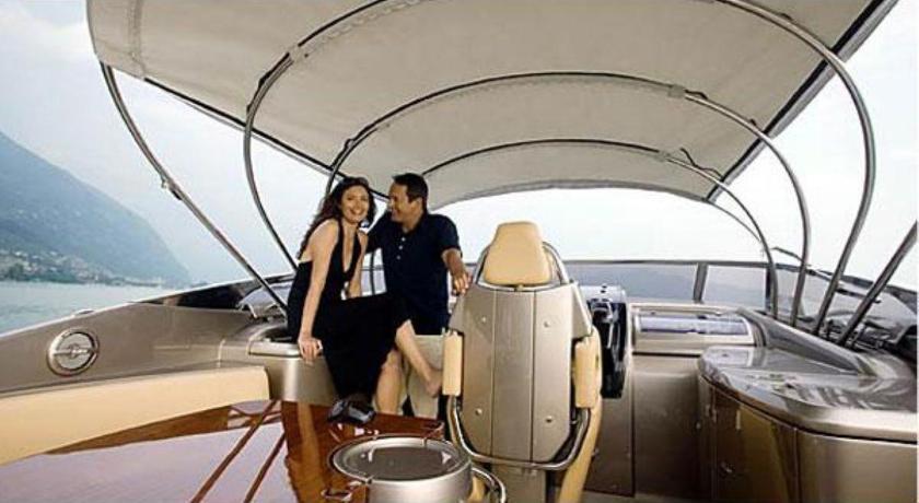 Caldera Yachting-Riva, Yacht, 25 Martiou- Fira, Santorini, 84700, Greece