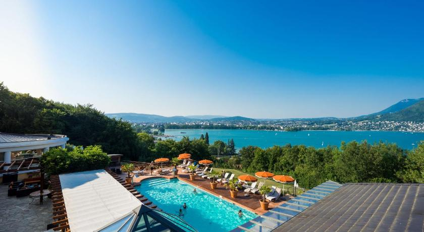 Tresoms annecy hotel for Hotel annecy piscine