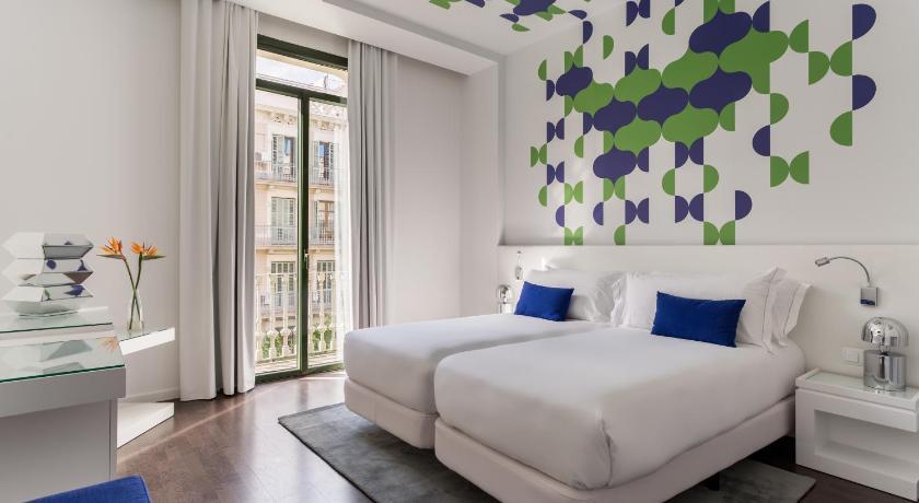 Room Mate Carla 4* te ofrece el mejor plan para tus vacaciones en Barcelona.