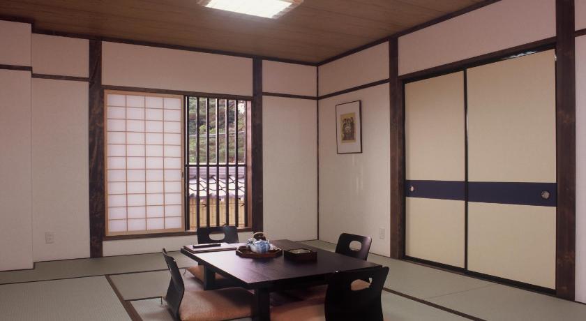 Резиденция Такаяма-дзинья