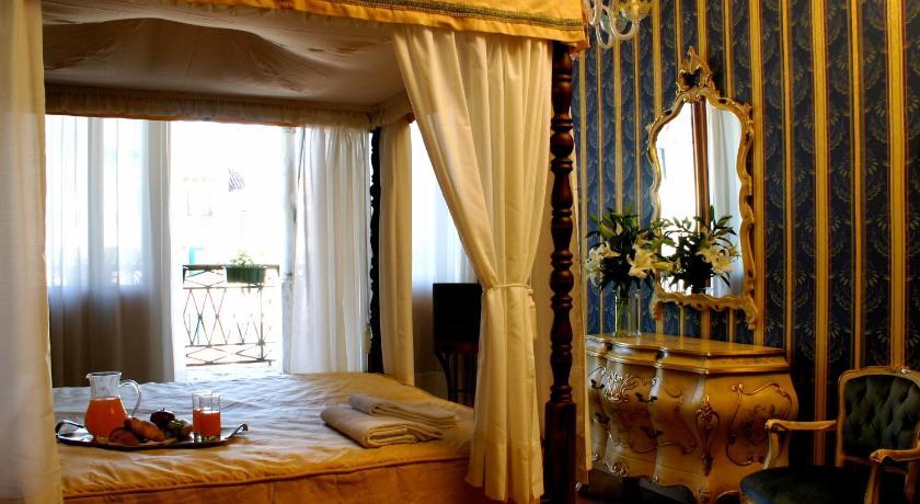 Palazzo Cendon Piano Antico in Venedig