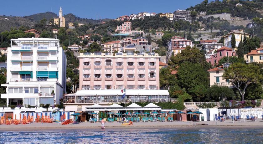 Hotel regina italia alassio for Hotel regina barcelona booking