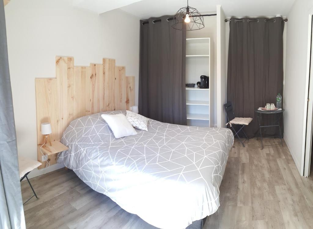 chambre d 39 hotes a 6km du puy du fou chambre d 39 h tes saint mal du bois en vend e 85. Black Bedroom Furniture Sets. Home Design Ideas