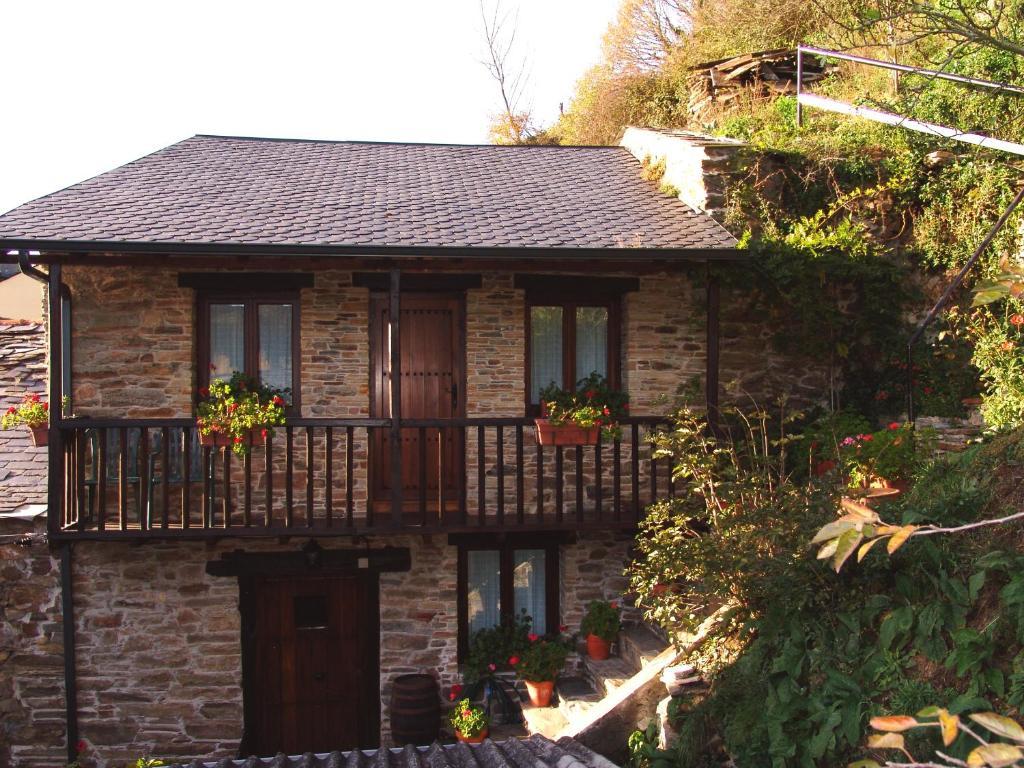 Casa Rural Rosalia (España Trabadelo) - Booking.com