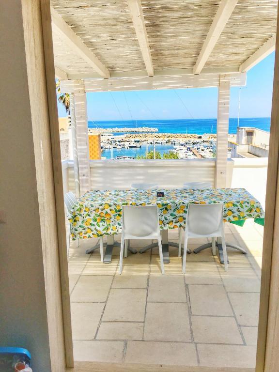 Stunning La Terrazza Sul Porto Ponza Images - Idee Arredamento Casa ...