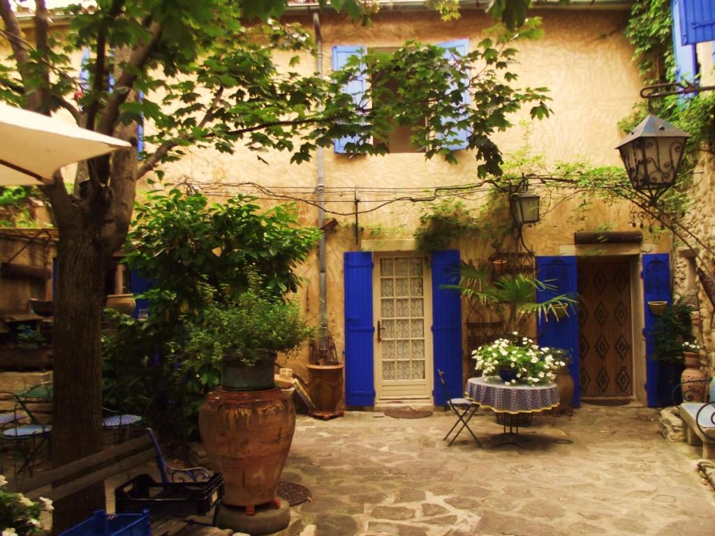 Bed breakfast la maison aux volets bleus bed for La maison maison