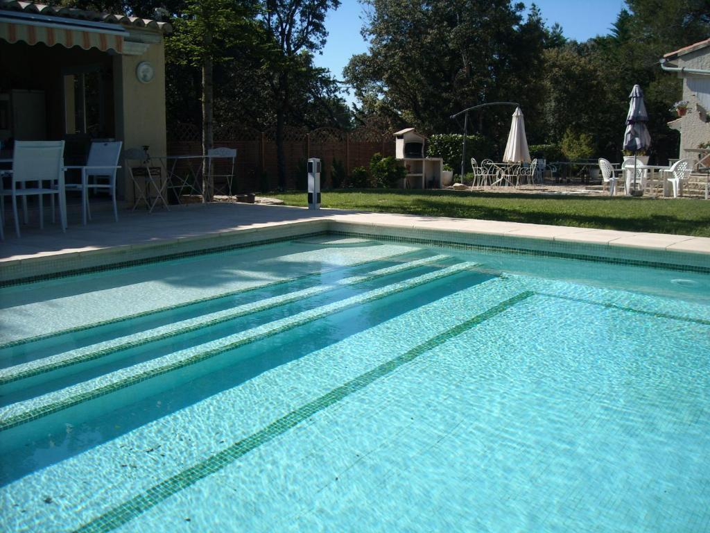 villa avec piscine priv e au sel villa uchaux dans le vaucluse 84. Black Bedroom Furniture Sets. Home Design Ideas