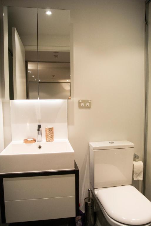 Brand new Apartamento with pool & gym, Apartamentos Auckland