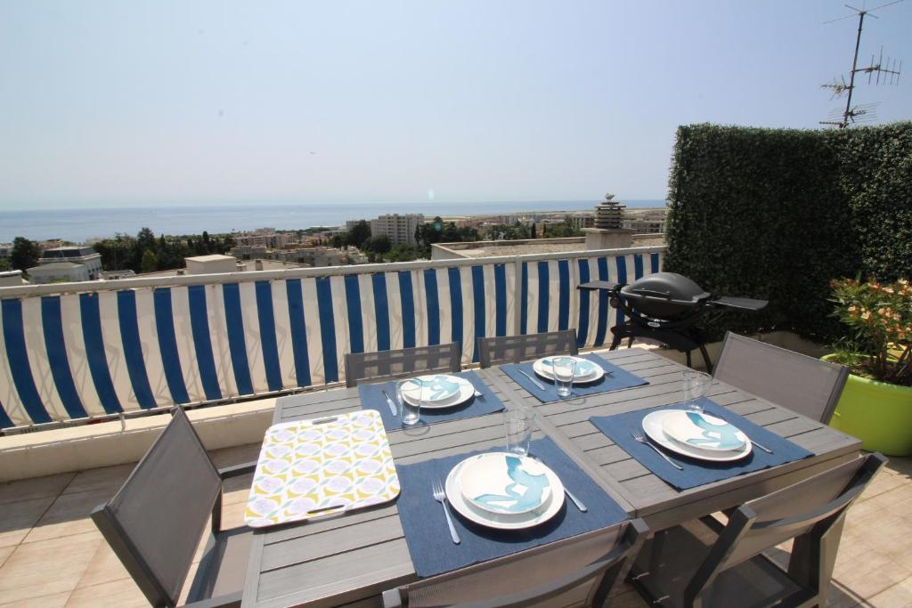 Appartement nice booking villa sur le toit domaine des for Hotel nice piscine sur le toit