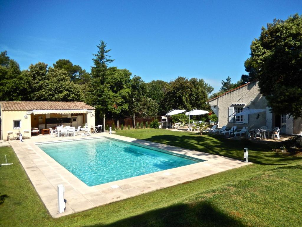 Villa avec piscine priv e au sel villa uchaux - Villa avec piscine privee ...