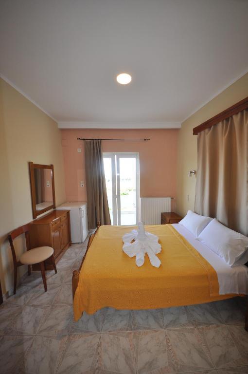 <div data-et-view=NAFQCDCcdXDPdFO:1</div Bikakis Family Apartments