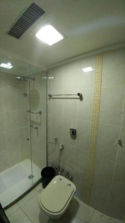 Um banheiro em Apart em Ondina 550