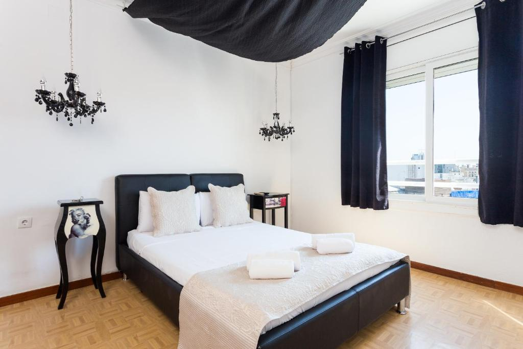 chambres d 39 h tes des artistes suite rambla chambres d 39 h tes barcelone. Black Bedroom Furniture Sets. Home Design Ideas