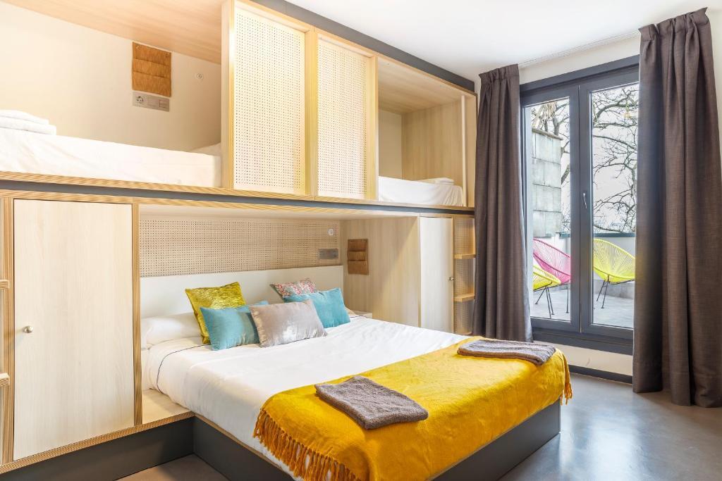 Giường trong phòng chung tại Koisi Hostel