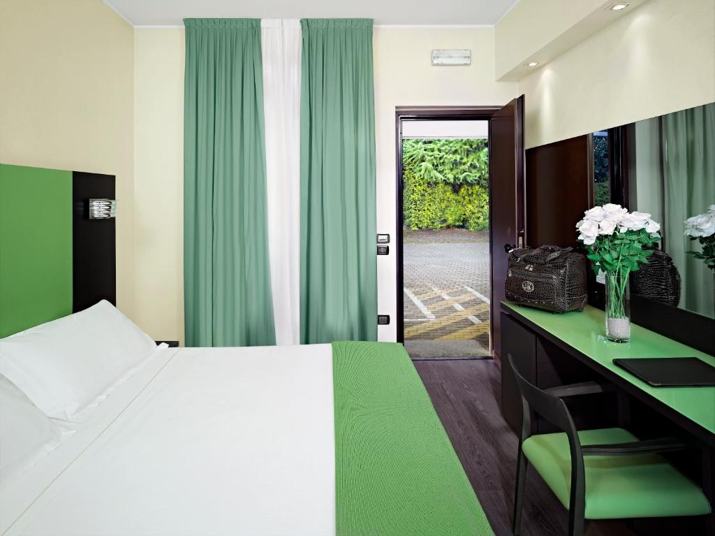 Blue relais malpensa lago maggiore somma lombardo book for Design hotel tessin