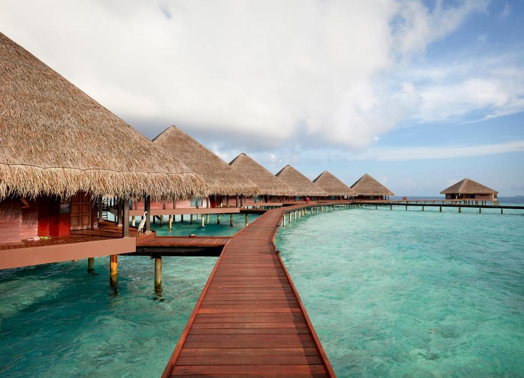 A piscina localizada em Adaaran Club Rannalhi ou nos arredores