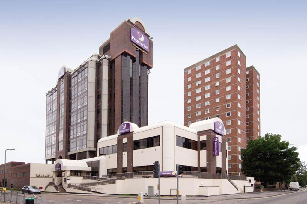 Premier Inn Sunbury Kempton Park Hotel Sunbury On Thames