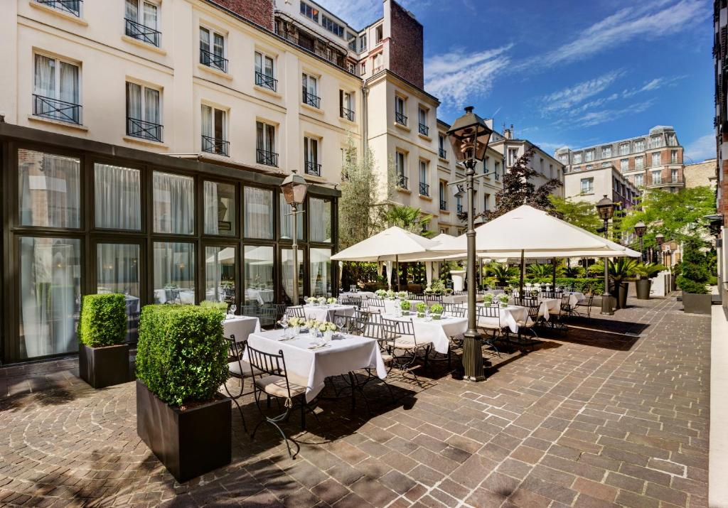 Les jardins du marais paris online booking viamichelin for Hotel jardins paris