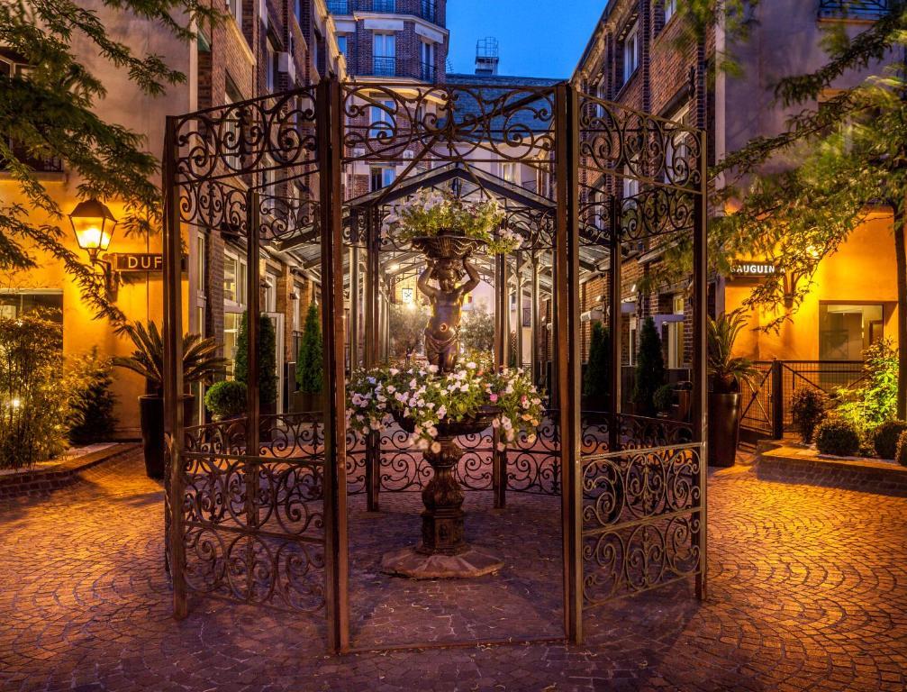 Les jardins du marais paris online booking viamichelin for Hotel les jardins paris
