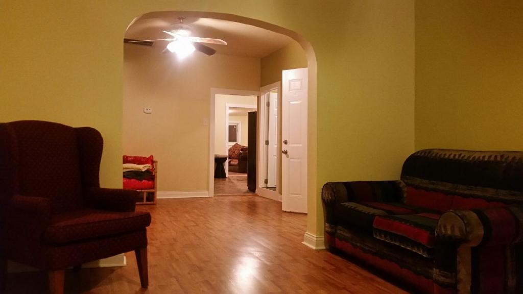 3 Bedroom Pilsen Apartment Chicago Informationen Und