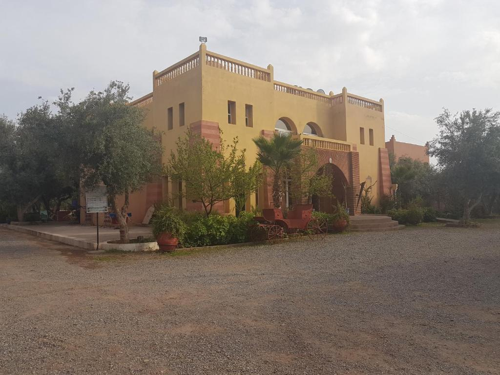 Stock Photo Glaoui Kasbah At Telouet High Atlas Mountains Morocco 71016178 furthermore 1064652 also Hotels Ait sidi daoud 42083 Al haouz Marokko furthermore Holiday Lettings Riad Marrakech 8571 besides 25439158. on el ouarzazate zat
