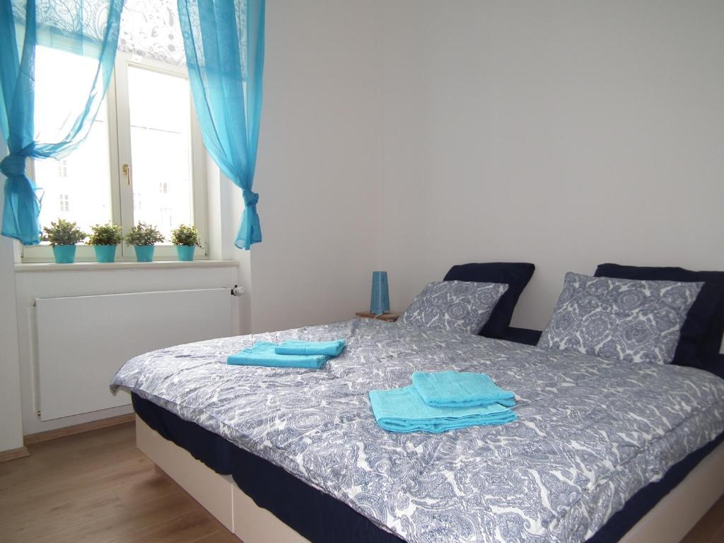 Cama ou camas em um quarto em New large apartment in the centre