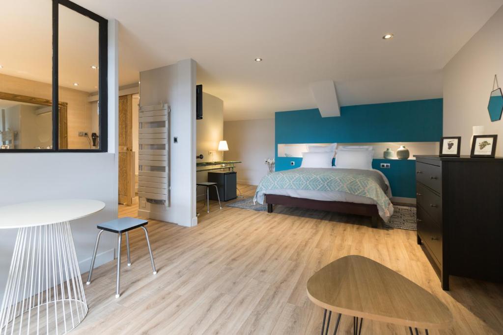 h tel restaurant le miel des muses brive la gaillarde book your hotel with viamichelin. Black Bedroom Furniture Sets. Home Design Ideas