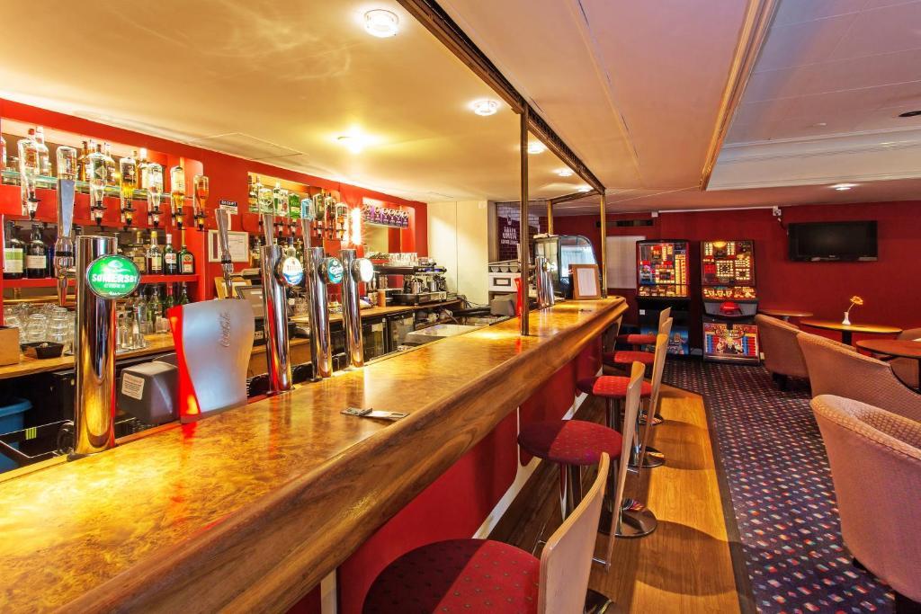 Britannia hotel leeds leeds book your hotel with for 3 kitchener street leeds