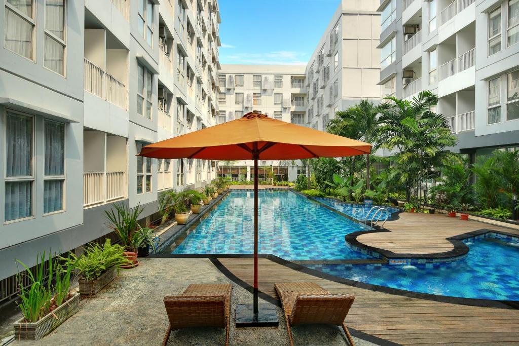 A piscina localizada em Kyriad Hotel Airport Jakarta ou nos arredores