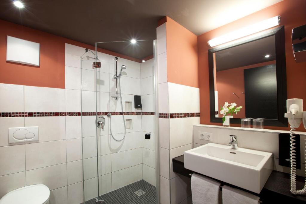 lindner hotel eifeldorf gr ne h lle n rburgring daun informationen und buchungen online. Black Bedroom Furniture Sets. Home Design Ideas