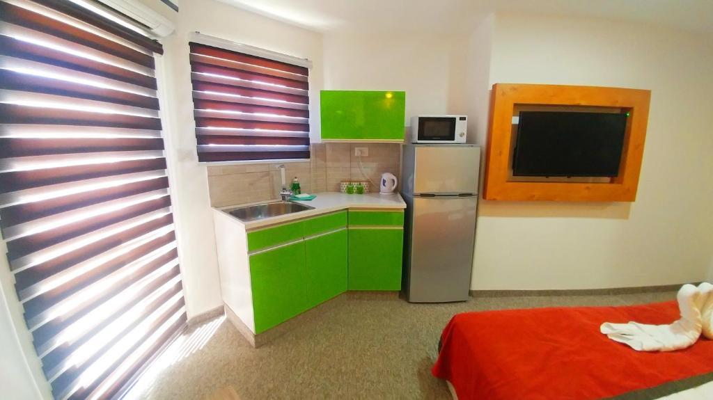 City suites elat reserva tu hotel con viamichelin for Habitaciones familiares italia