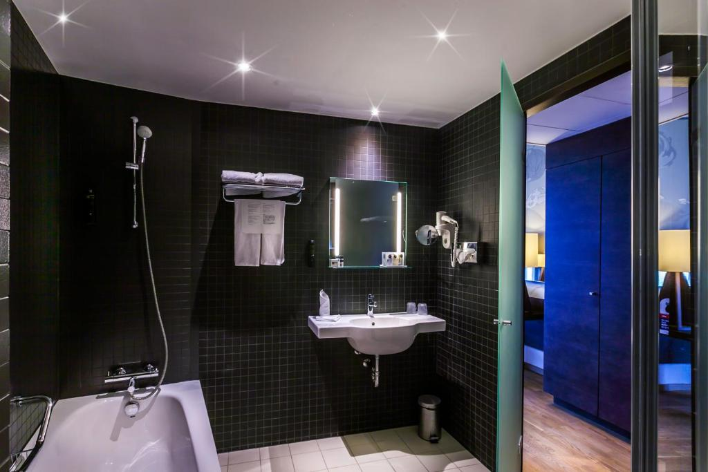 Dutch design hotel artemis amsterdam online booking for Hotel pas cher amsterdam booking