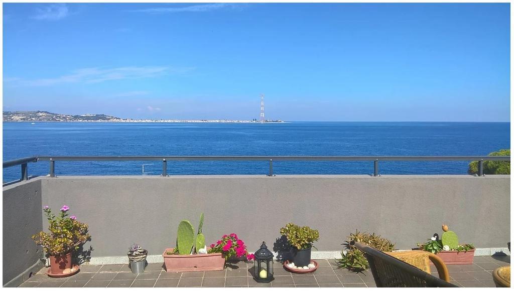<div data-et-view=NAFQCDCcdXDPdFO:1</div Panoramico appartamento sullo Stretto di Messina