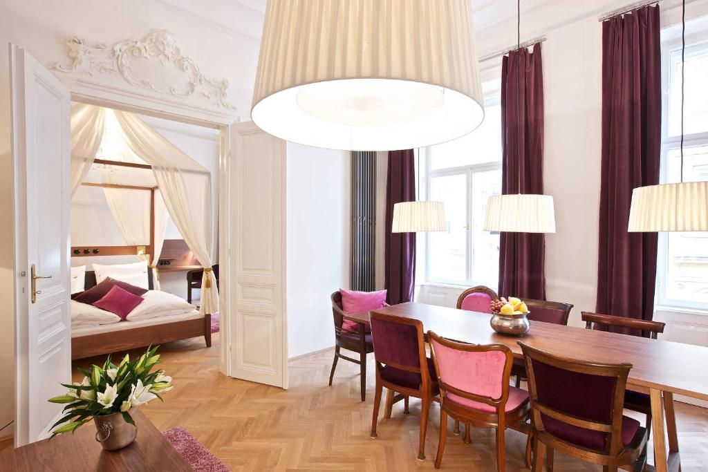 Hollmann beletage design boutique hotel vienna book for Wine and design hotel vienna
