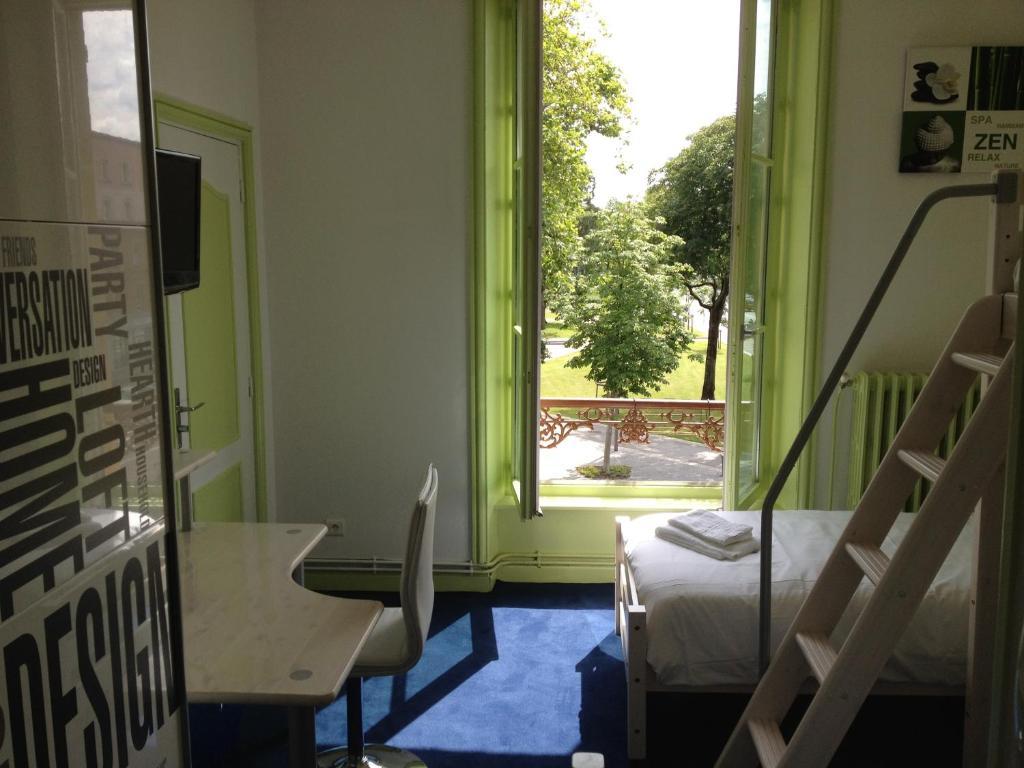 hotel couleurs sud charleville m zi res online booking viamichelin. Black Bedroom Furniture Sets. Home Design Ideas
